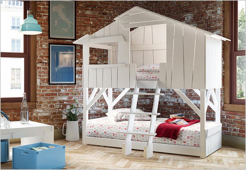 Besonderes Kinderbett mit Wassermatratze in Baumhaus Optik
