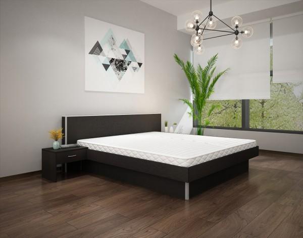 Wasserbett mit Bettumrandung, Kopfteil und Nachttischen